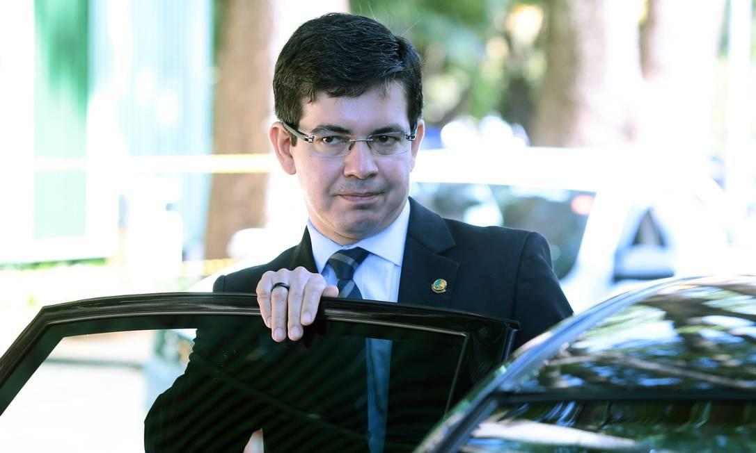 O senador Randolfe Rodrigues (Rede-AP) disse que aguarda sanção presidencial para entrar com recurso Foto: Jorge William / Agência O Globo / 25-5-17