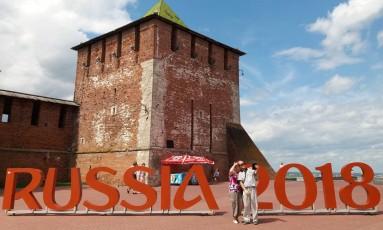 Como na Praça Mauá. O letreiro à frente do Kremlin de Nijni Novgorod atrai turistas: cidade espera receber o Brasil Foto: Gian Amato / Gian Amato