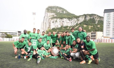 Jogadores do Europa FC comemoram o título da Liga de Gibraltar Foto: Divulgação Europa FC