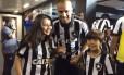 Giulia com Roger e seu irmão Foto: Divulgação Botafogo