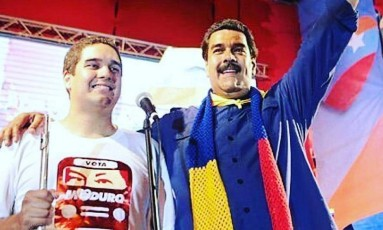 Maduro pai e Maduro filho participam de comício Foto: Reprodução