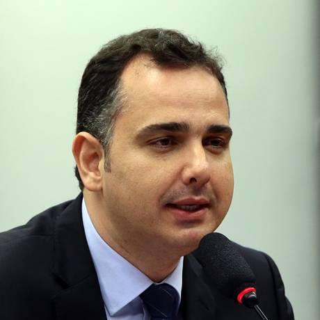O deputado Rodrigo Pacheco (PMDB-MG), presidente da CCJ Foto: Givaldo Barbosa / Agência O Globo
