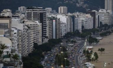 Prefeitura do Rio vai renegociar dívidas de IPTU. Na foto, os prédios da orla de Copacabana Foto: Pablo Jacob - 10/05/2017 / Agência O Globo