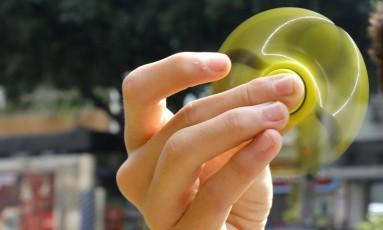 Hand Spinner: febre do brinquedo nas escolas Foto: Fábio Rossi / Agência O Globo