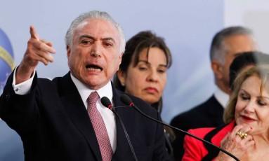 O presidente Michel Temer e a deputada Raquel Muniz ao fundo Foto: Divulgação / Palácio do Planalto