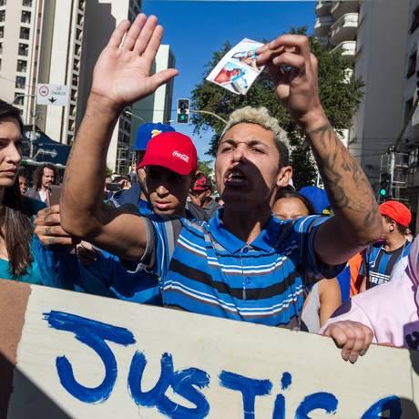 Protesto de moradores da favela Do Moinho, após morte de um morador da comunidade Foto: Parceiro / Agência O Globo