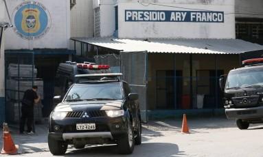 Projeto aprovado na Alerj permite revista a todo tipo de autoridades durante visitas a presídios Foto: Pablo Jacob / Agência O Globo