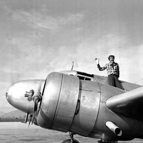 A aviadora Amelia Earhart em 1937 Foto: AP / Arquivo
