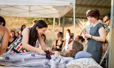 """Betsy Davis, uma das primeiras a recorrer ao direito na Califórnia, fez uma festa de """"renascimento"""" antes de eutanásia Foto: Niels Alpert / AP"""