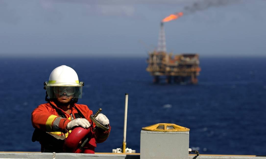Alívio. Extração de petróleo na Bacia de Campos: Foto: Marco Antônio Teixeira / Marco Antônio Teixeira/ARQUIVO