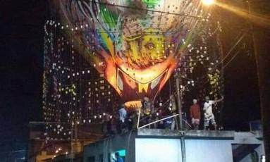 O balão foi retirado pelos moradores Foto: Reprodução