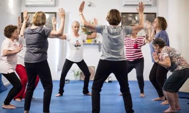 Aula de ioga para a terceira idade na Samyama Foto: Fernando Lemos / Agência O Globo