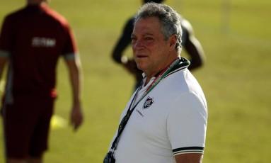 O técnico Abel Braga no treino do Fluminense na quarta-feira Foto: Nelson Perez