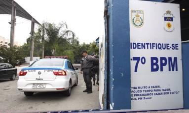 Denúncia diz que boa parte do 7º BPM (São Gonçalo) recebia propina do tráfico Foto: Pedro Teixeira / Agência O Globo