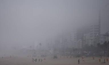 Cidade amanheceu nesta sexta-feira com nevoeiro Foto: Márcia Foletto / Agência O Globo