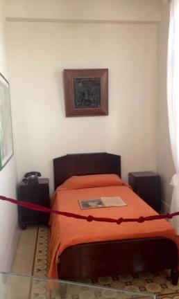 O quarto de Hemingway no hotel Ambos Mundos, em Havana, Cuba Foto: Léa Cristina / O Globo
