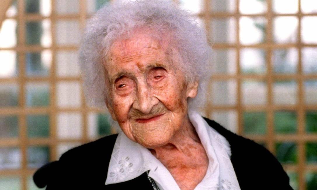 Foto de arquivo da francesa Jeanne Calment no seu aniversário de 122 anos: falecida poucos meses depois, ela é até hoje a pessoa que comprovadamente mais tempo viveu no mundo Foto: Reuters/21-02-1997