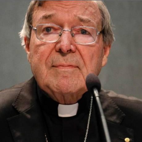 Em entrevista coletiva, o cardeal George Pell alegou inocência e disse que 'ideia de abuso sexual é abominável' Foto: Gregorio Borgia/AP