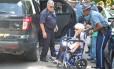 Momento em que a ativista Frances Crowne foi presa Foto: REPRODUÇÃO/YOUTUBE
