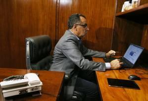 O deputado Celso Jacob (PMDB-RJ) em seu gabinete Foto: Givaldo Barbosa / Agência O Globo