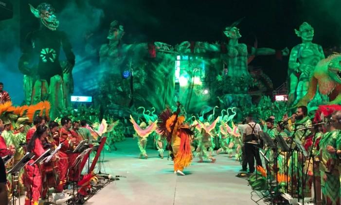 Primeira noite do 52º Festival Folclórico de Parintins, no Amazonas; apresentação do Garantido Foto: Bruno Calixto / Agência O Globo