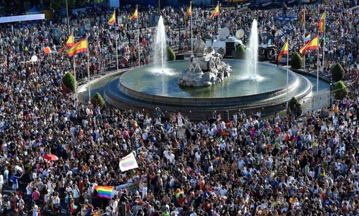 Centenas de milhares participam de parada gay em Madri