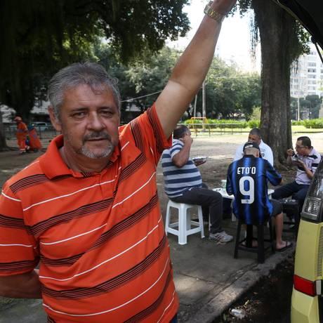 Paulo Cesar vende 60 pratos no aterro do Flamengo e ganha mais do que o dobro do que recebia como taxista Foto: Custódio Coimbra