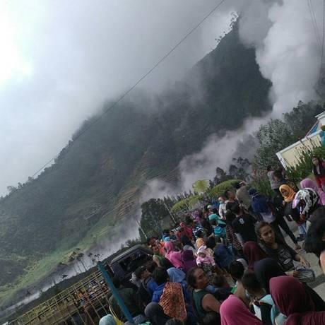 Dez ficaram feridos após erupção de vulcão indonésio Foto: Reprodução/Twitter