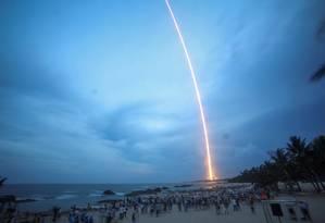 Público assiste ao lançamento do foguete em Wenchang, na província de Hainan Foto: CHINA STRINGER NETWORK / REUTERS
