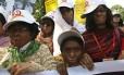 Sobreviventes de ataques com ácido em protesto em Dhaka, em 2009