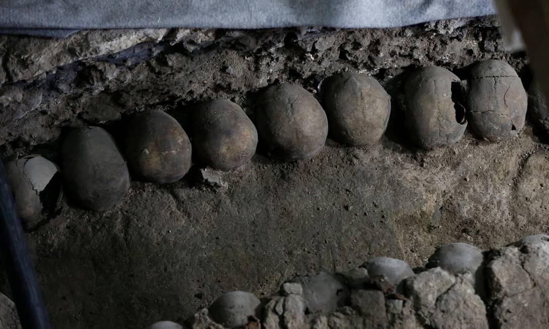 Os pesquisadores acreditam que os crânios eram de guerreiros inimigos capturados durante as batalhas, que eram sacrificados Foto: HENRY ROMERO / REUTERS