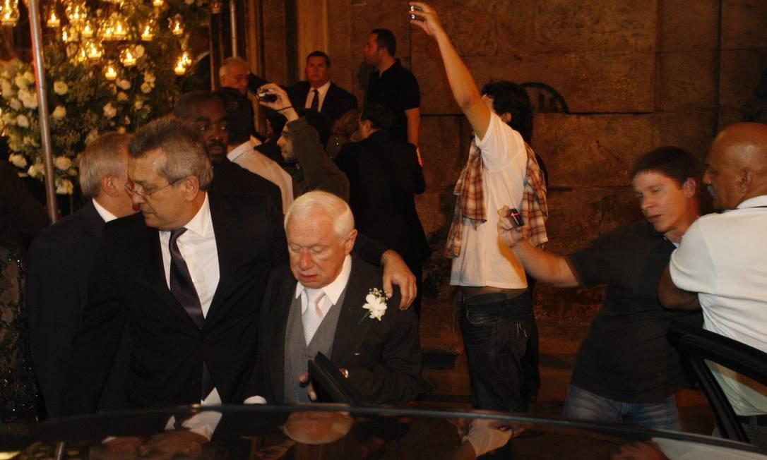 Jacob Barata sai do casamento de sua neta, 'Dona Baratinha', de carro Marcos Tristão / Agência O Globo