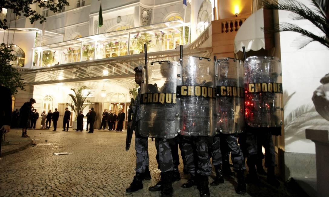 O clima foi tenso na frente do Palace e fez Batalhão de Choque precisar ser acionado Hudson Pontes / Agência o Globo