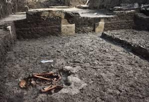 Corpos foram enterrados seguindo a tradição asteca Foto: INAH