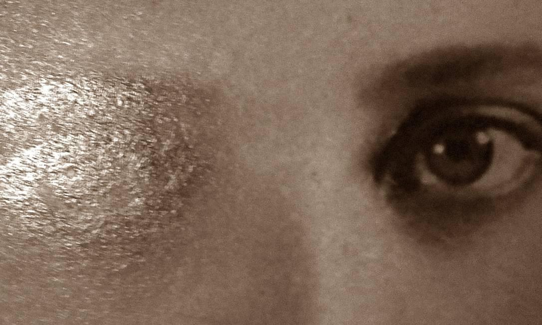 """Capa do livro da fotógrafa Cristina Zarur, exposto na coletiva """"Livro Inventado"""" Foto: Divulgação"""