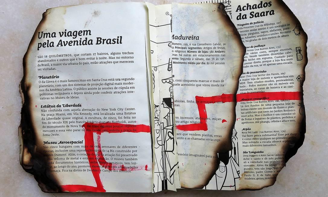 """Livro da artista Marcia Lacerda, exposto na coletiva """"Livro Inventado"""" Foto: Marcos Bonisson / Divulgação"""