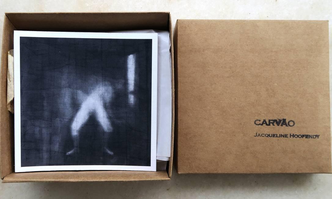 """Livro da artista Jacqueline Hoofendy, exposto na coletiva """"Livro Inventado"""" Foto: Marcos Bonisson / Divulgação"""