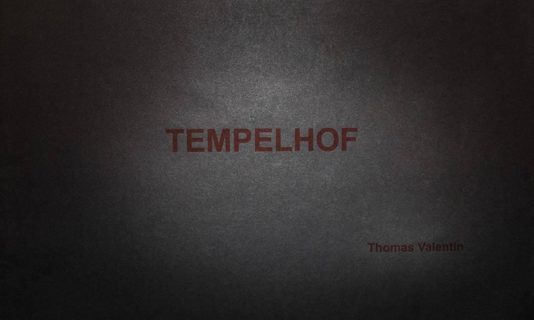 """Capa do livro do artista Thomas Valentin, exposto na coletiva """"Livro Inventado"""" Foto: Divulgação"""
