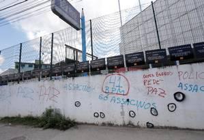 Muros. A Escola Daniela Piza, em Acari: estudante Maria Eduarda, de 13 anos, foi morta durante confronto em março Foto: Márcio Alves / Agência O Globo