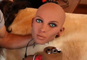 A boneca Samantha é capaz de responder a diferentes cenários e estímulos verbais Foto: ALBERT GEA / REUTERS