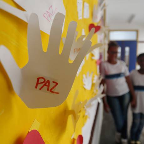 Mural da Escola municipal Jornalista Daniel Piza, onde foi morta a aluna Maria Eduarda em março deste ano Foto: Fabiano Rocha / Agência O Globo