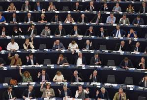 Membros do Parlamento Europeu votam em Estrasburgo, no leste da França Foto: FREDERICK FLORIN / AFP