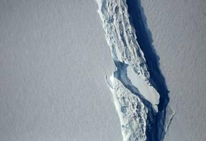 Vista aérea da rachadura na plataforma de gelo Larsen C Foto: NASA / REUTERS