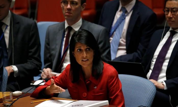Nikki Haley embaixadora dos EUA na ONU ameaça de uso da força militar contra a Coreia do Norte- MIKE SEGAR  REUTERS