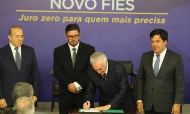 Presidente Michel Temer assina medida provisória do Novo Fies Foto: Ailton de Freitas / Agência O Globo