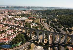 Aqueduto. Estrutura que saiu ilesa do terremoto de 1755 pode ser visitada Foto: TAP/Divulgação