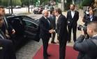 Temer foi recebido pelo diretor do hotel em Hamburgo Foto: Fernando Eichenberg / O Globo