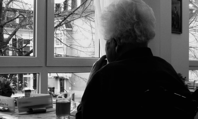 Algumas atitudes estimulam a memória e prolongam a independência dos doentes Foto: Pixabay