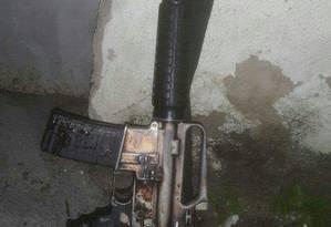 Fuzil AR-15 apreendido em ação do 12º BPM (Niterói) Foto: Foto de leitor