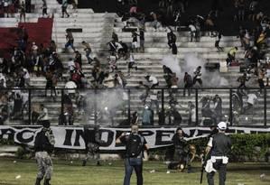 Episódios de violência em São Januário mancharam o clássico entre Vasco e Flamengo Foto: Guito Moreto / Agência O Globo